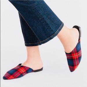 URBAN OUTFITTERS RED PLADE MULES